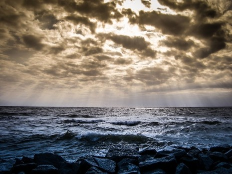 صورة تفسير رؤية البحر في المنام لابن سيرين , الامواج في المنام , معني البحر في الحلم