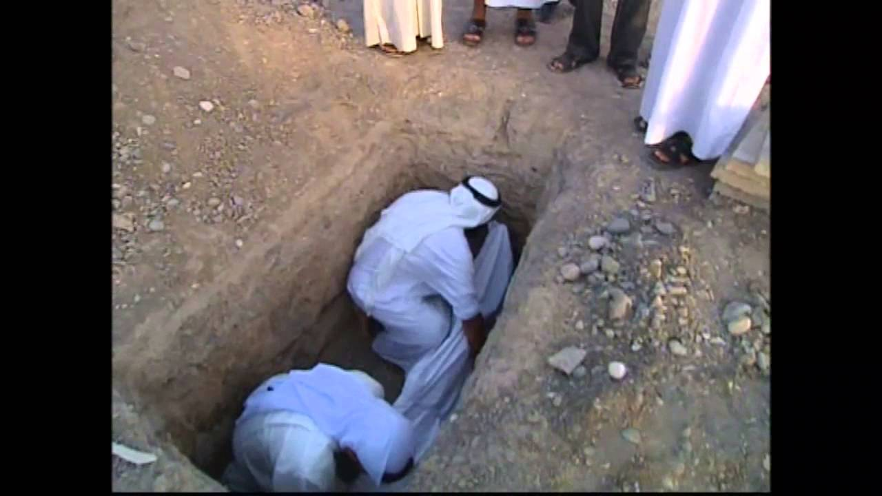 صورة هو القبر المبني حوله او مكان دفن الانسان , ملف كامل عن القبور و تعريفها