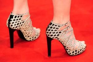 صورة احذية جميلة للصبايا 2020 , شوزات جديدة شيك , اشيك حذاء جميل للصبية