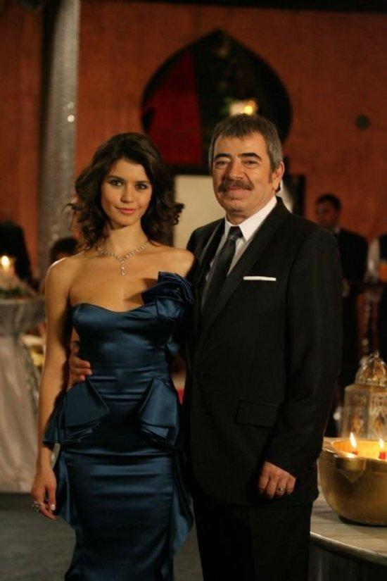 صورة احدث ازياء الممثلين , ملابس الفنانات التركية , زي الممثلة جديد 2020