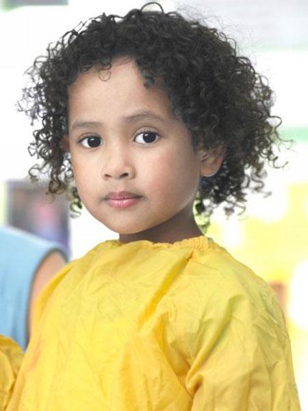 صوره قصات شعر كيرلي للاطفال , اجدد تسريحات الكيرلى للاطفال