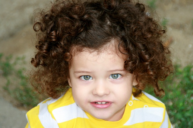 صورة عمل الشعر كيرلى للاطفال , اجمل صور البنات بالشعر الكيرلى