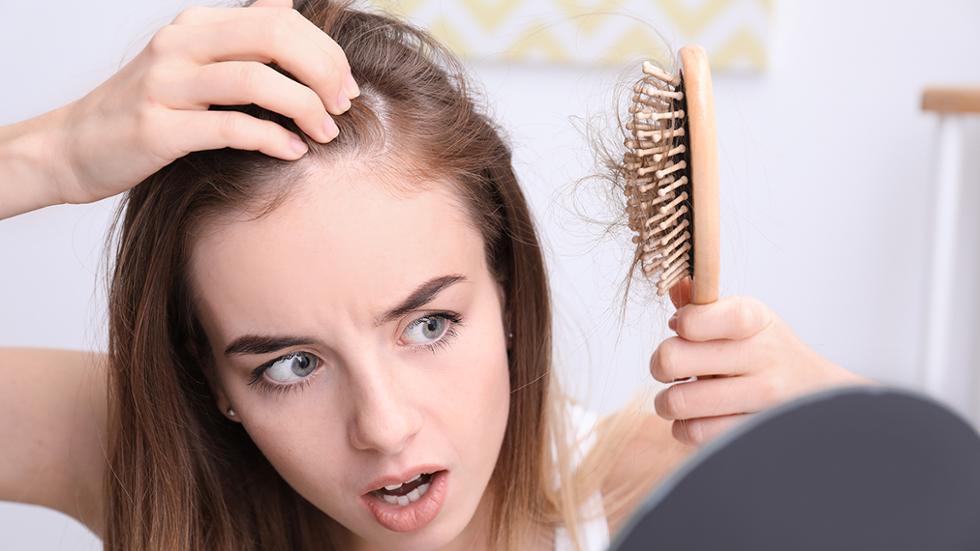 صورة ما سبب سقوط الشعر , ما سبب تساقط الشعر بكثرة