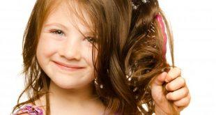 صورة تمشيط شعر الرضيع, كيف أعتني بشعر طفلي